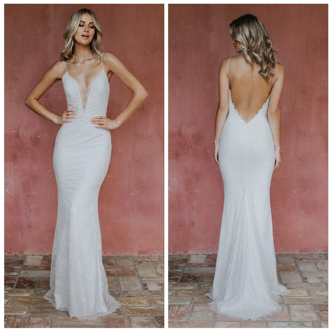 White Ivory Oh Baby Bridal Gown L Modern Wedding Dress Size 10 (M) White Ivory Oh Baby Bridal Gown L Modern Wedding Dress Size 10 (M) Image 1