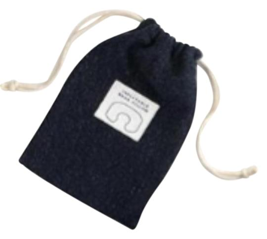Preload https://img-static.tradesy.com/item/26969606/jcrew-navy-blue-inflatable-travel-neck-pillow-tech-accessory-0-1-540-540.jpg