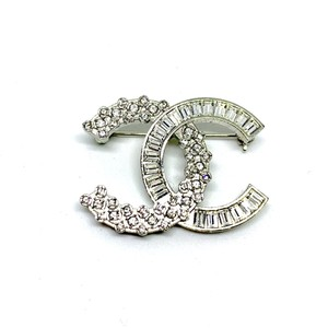 Chanel CHANEL LARGE CLASSIC BAGUETTE CRYSTALS BROOCH SILVER TWO TONE CC