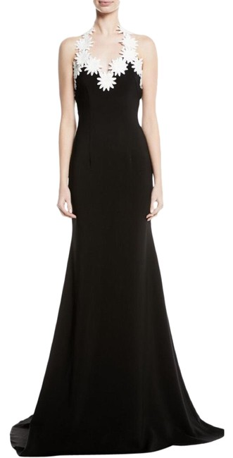 Item - Black White Nk32 Daisy-trim Crepe Halter Gown Long Night Out Dress Size 12 (L)