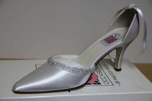 White (Can Be Dyed) Dyable Classic Beaded Closed Toe Formal Size US 9
