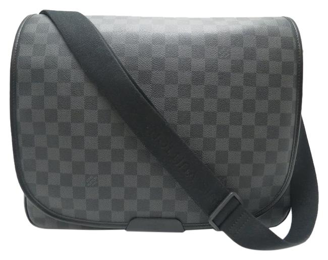 Item - Graffiti Gm Ladies N58033 Discontinued Canvas Graffit Dh55406 Black / Gray / White Damier Graphite Shoulder Bag