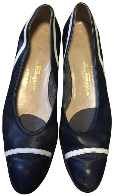 Item - Blue and White Pumps Size US 8 Regular (M, B)
