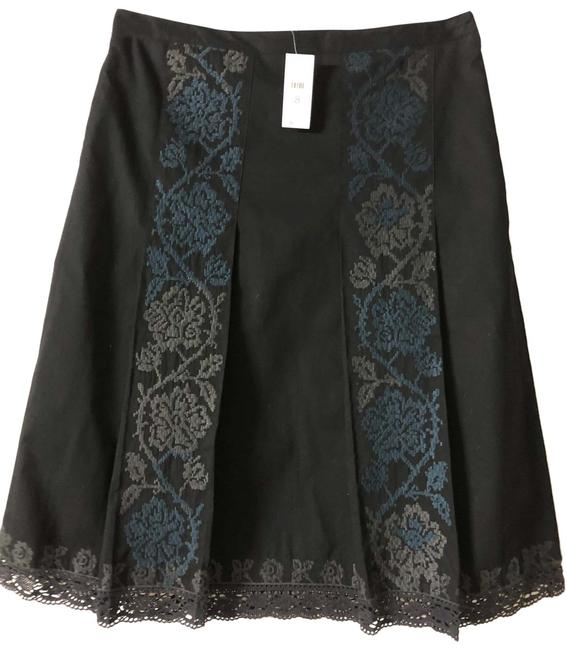 Item - Black & Blue Embroidered Skirt Size 8 (M, 29, 30)