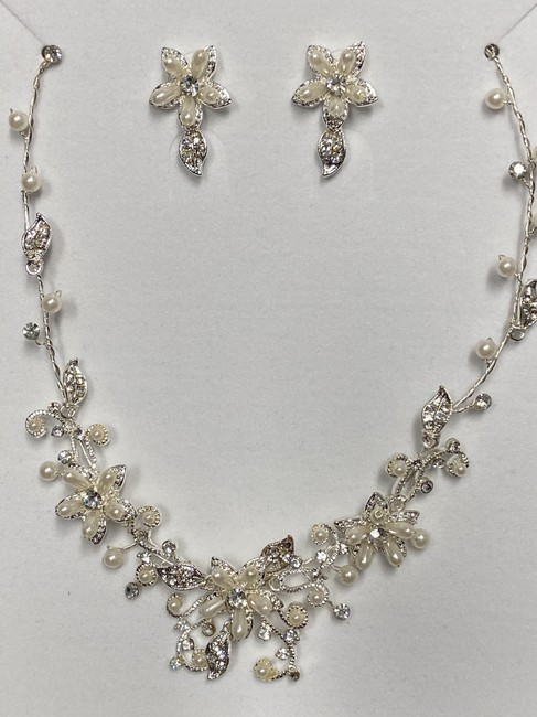 Item - Silver Crystal and Pearls Floral Necklace Earring Jewelry Set