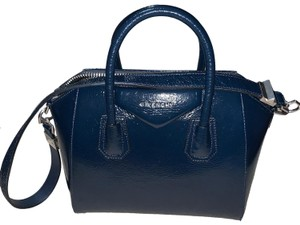 Givenchy Tote in patent navy blue