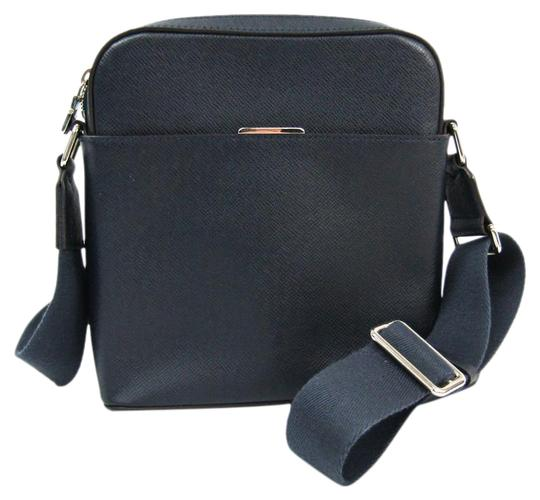 Preload https://img-static.tradesy.com/item/27001968/louis-vuitton-pochette-anton-m33430-men-s-navy-blue-taiga-leather-shoulder-bag-0-1-540-540.jpg