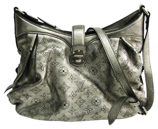 Preload https://img-static.tradesy.com/item/27002095/louis-vuitton-xs-m95718-argent-argent-mahina-leather-shoulder-bag-0-1-540-540.jpg