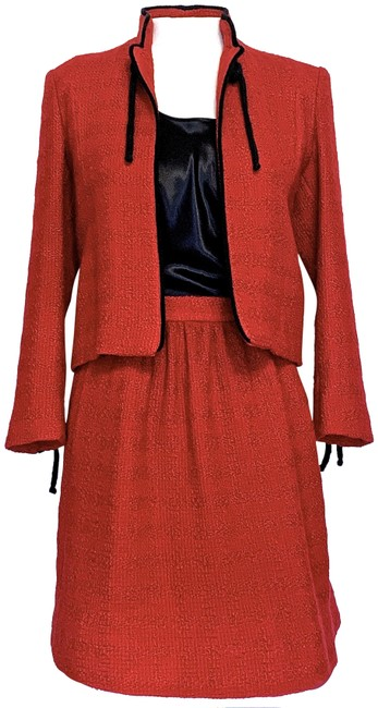 Item - Red Vintage Couture Boucle Very Pretty Skirt Suit Size 4 (S)