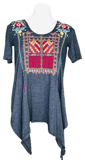 Item - Grey Embroidered Short Sleeve Asymmetrical Tee Tunic Size 2 (XS)
