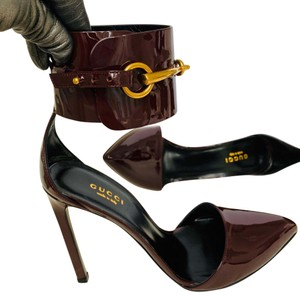 Gucci Burgundy with golden hardware Pumps