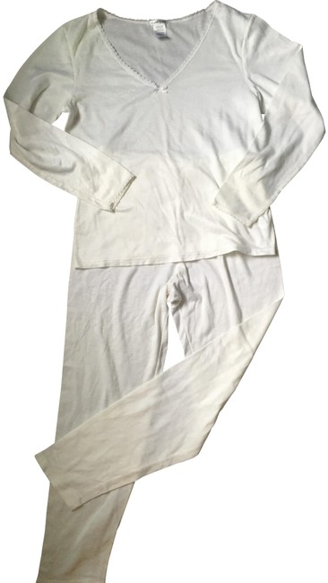 Item - White Pajamas/Loungewear