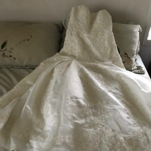 Oleg Cassini Ivory Laced Polyester (Satin Like) Cwg394 Traditional Wedding Dress Size 8 (M)