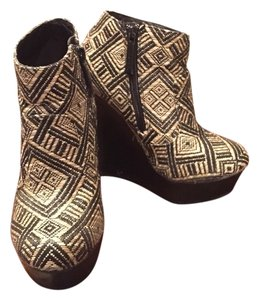 Shiekh Black/Aztec Wedges