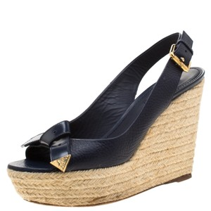 Louis Vuitton Sandals Up To 70 Off At Tradesy