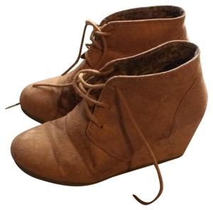 City Classified tan Boots