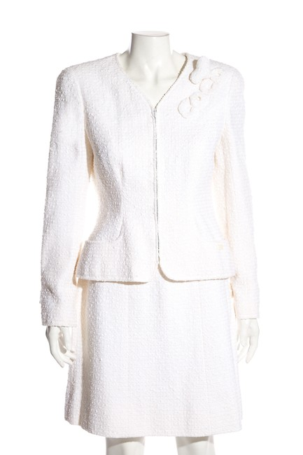 Item - White Tweed 42 Skirt Suit Size 8 (M)