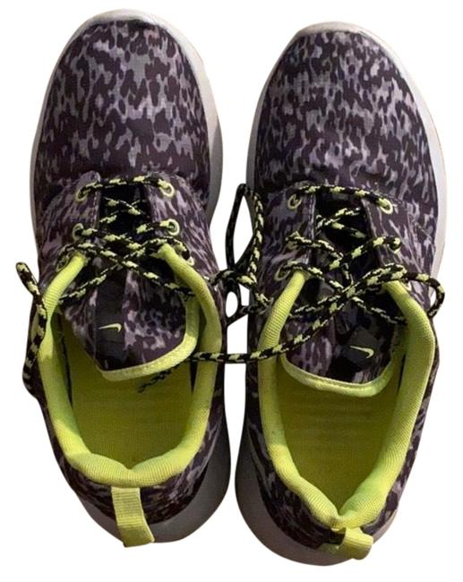 Item - Gray and Green Roshe Sneakers Size US 8 Regular (M, B)