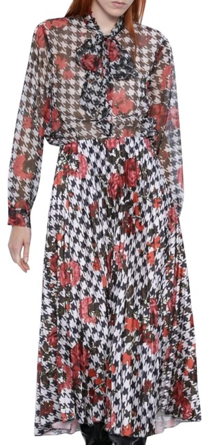 Item - Red Pleated Printed with A Printed Skirt Suit Size 4 (S)