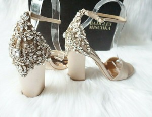 Badgley Mischka Latte Pink Tan Crystal Embellished Ankle Strap Satin Sandals Size US 8.5 Regular (M, B)