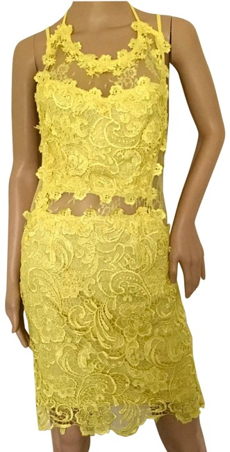Preload https://img-static.tradesy.com/item/27086367/yellow-mid-length-cocktail-dress-size-10-m-0-1-650-650.jpg