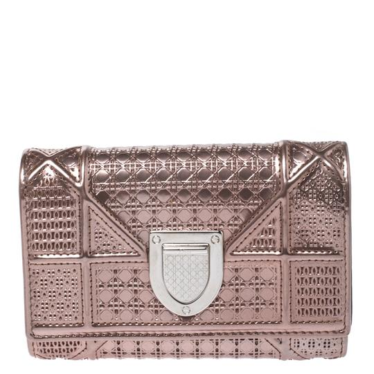 Preload https://img-static.tradesy.com/item/27086754/dior-metallic-rose-gold-micro-cannage-patent-leather-diorama-trifold-wallet-0-0-540-540.jpg