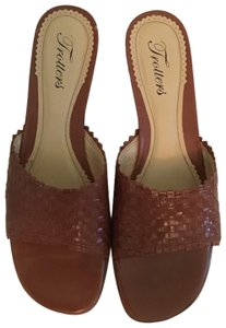 Trotters Brown Sandals