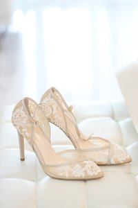 Bella Belle Off-white Claudia D'orsay Nude Lace Pumps Size US 7 Regular (M, B)