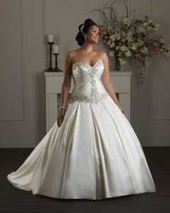 Demetrios White Princess Style Traditional Wedding Dress Size 8 (M)