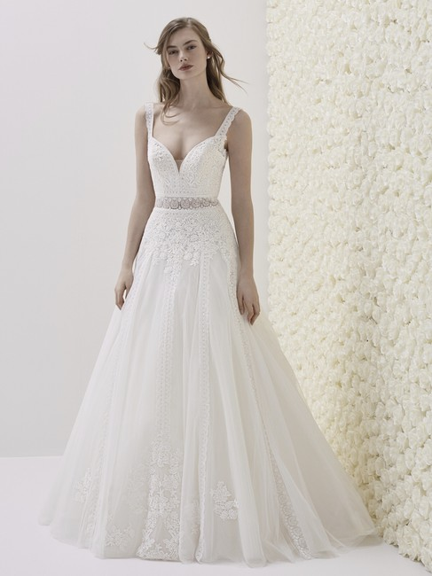 Item - Off White Tulle and Lace Elune Traditional Wedding Dress Size 8 (M)