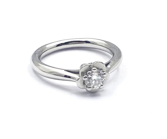 Item - Silver Pt950 Platinum 0.26c Diamond Camellia Ring