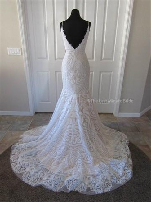 Item - White/Ivory Lace Sequin And Veil Formal Wedding Dress Size 12 (L)