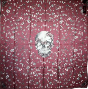 Alexander McQueen Lacquer/Ivory Skull Silk Shawl with Heirloom Pins 529935 6278