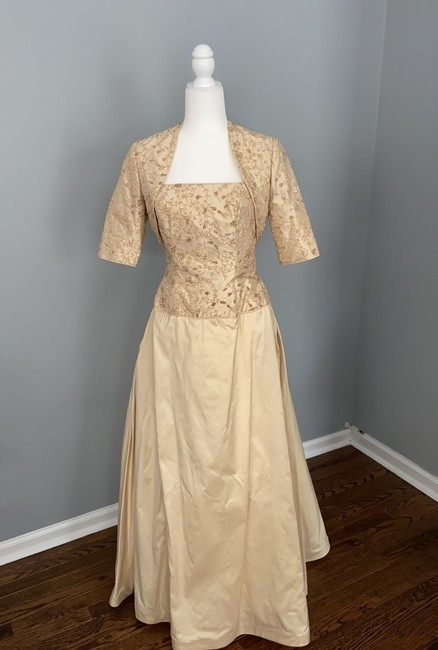 Item - Gold Silk Custom Couture Formal Bridesmaid/Mob Dress Size 6 (S)