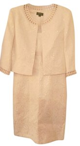 Tahari Two piece suit jaquard embroidered fabric/