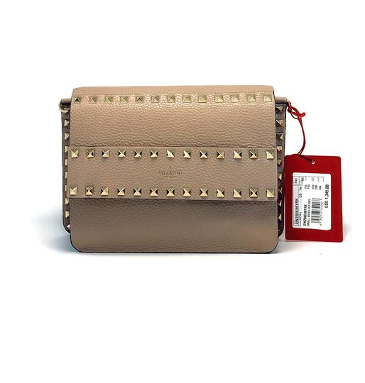 Preload https://img-static.tradesy.com/item/27117107/valentino-small-rockstud-grainy-poudre-calfskin-leather-cross-body-bag-0-0-540-540.jpg