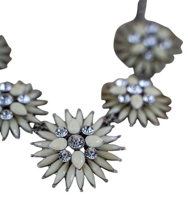 Item - White and Silver Tone Statement Necklace