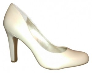 Jessica Simpson Round White Pearlized Patent Pumps