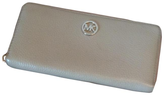 Michael Kors Pearl Grey Fulton Zip Around Continental Wallet Michael Kors Pearl Grey Fulton Zip Around Continental Wallet Image 1