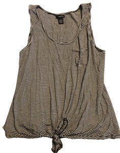 Rue 21 Top black and white