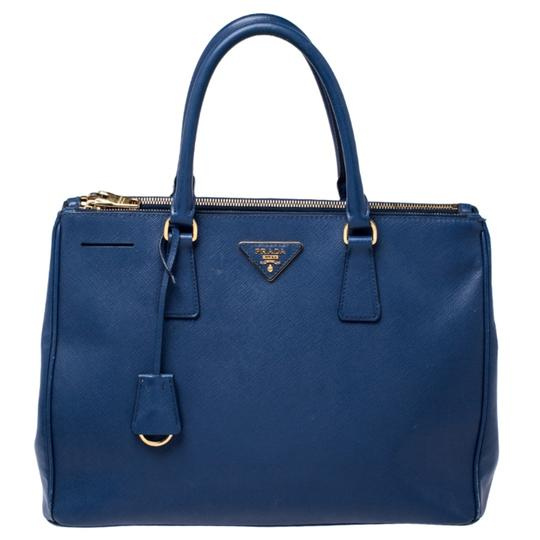 Preload https://img-static.tradesy.com/item/27127772/prada-double-lux-saffiano-medium-zip-blue-leather-tote-0-0-540-540.jpg