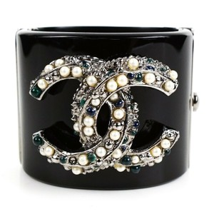 Chanel CC Resin Cuff Bracelet Black and White Pearl Silver Logo Green
