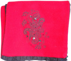 Un Deux Trois Custom-made red wool embroidered red wool scarf