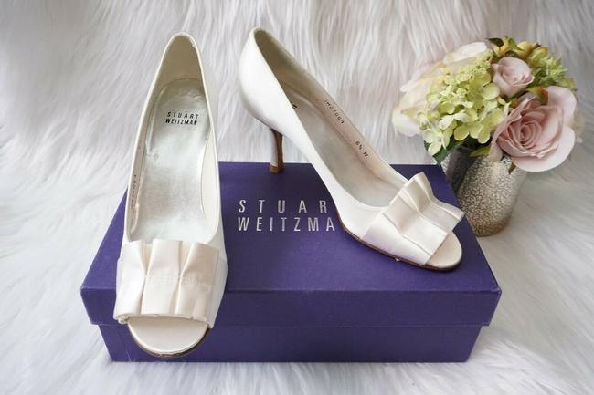 Item - White Bridal Peep Toe Ruffles Satin Pumps Size US 6.5 Narrow (Aa, N)