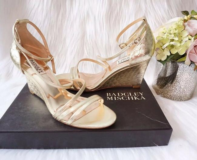 Badgley Mischka Gold Melaney Ii Platforms Metallic Sandal Wedges Size US 8 Regular (M, B) Badgley Mischka Gold Melaney Ii Platforms Metallic Sandal Wedges Size US 8 Regular (M, B) Image 1
