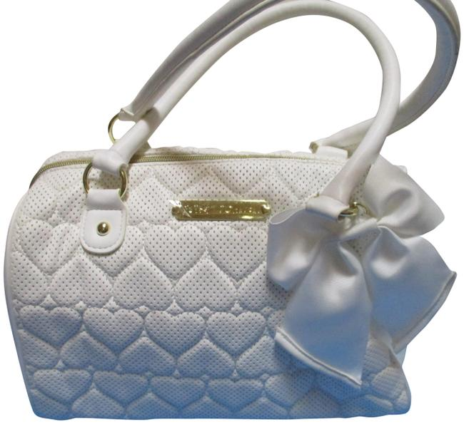 Item - Quilted Heart Bow Embellishment White Faux Leather Satchel