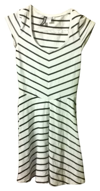 Preload https://img-static.tradesy.com/item/27150/h-and-m-black-and-white-sexy-tight-shapely-mini-short-casual-dress-size-4-s-0-0-650-650.jpg