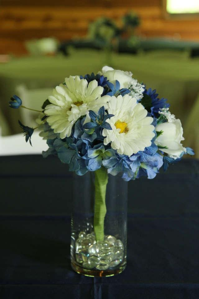 Blue and white floral centerpieces tradesy weddings - Blue and white centerpieces ...