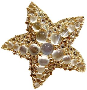 Pomellato GORGEOUS!! GREAT CONDITION!!! Pomellato 18 Karat Yellow Gold and Moonstone Starfish Ring