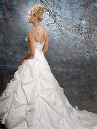 Alfred Angelo Allure 8264 Wedding Dress